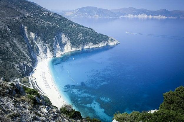 Pláž Myrtos na ostrove Kefalonia.