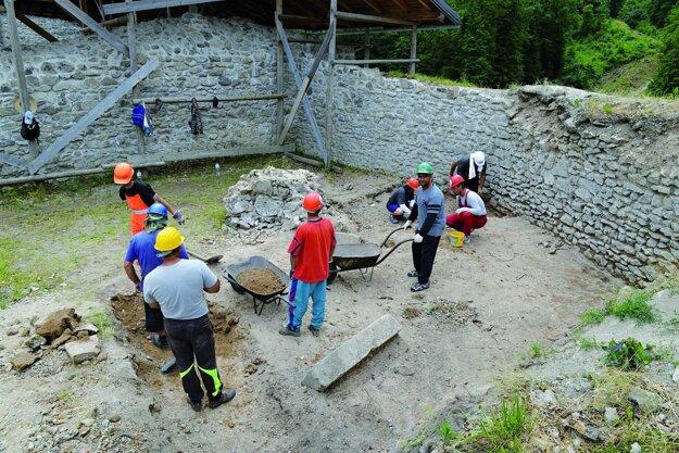 Výskum pri západnej línii opevnenia Dolného hradu.