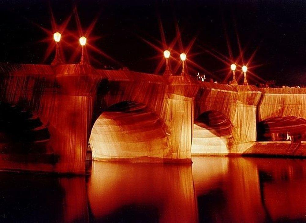 Zahalený parížsky Pont Neuf v roku 1985.