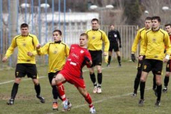 Štúrovo (v žltom) prehralo na ihrisku ČFK Nitra 0:1.