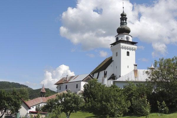 Na snímke farský kostol sv. Jána evanjelistu a apoštola v Banskej Belej.