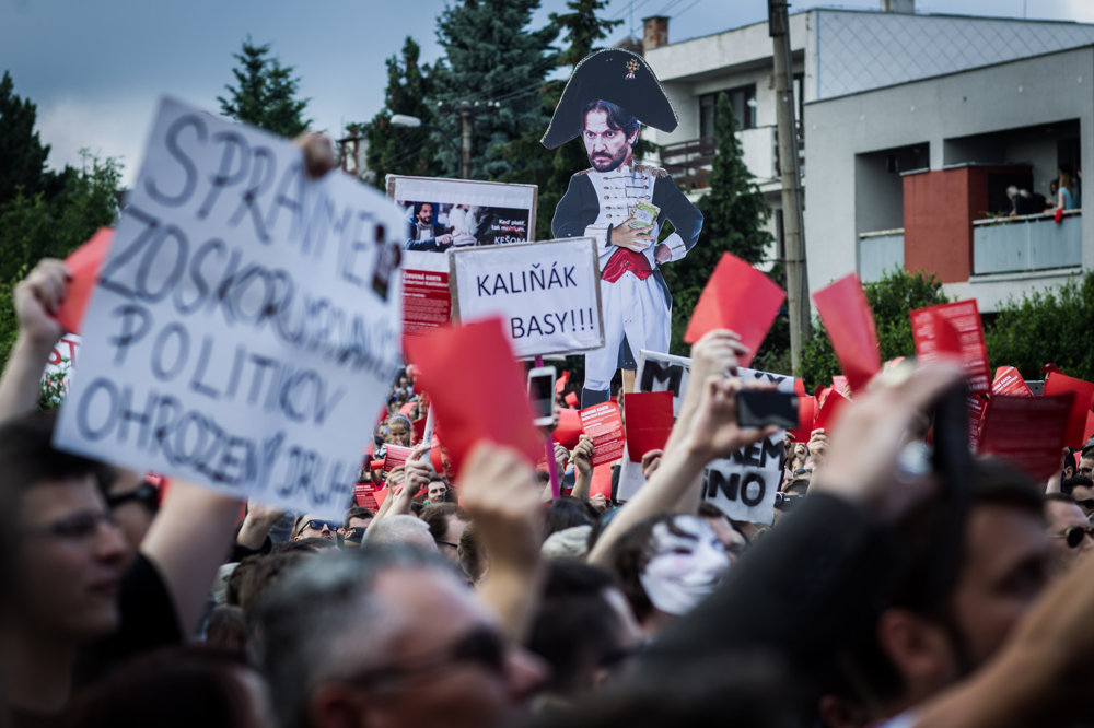Protest pred komplexom Bonaparte.