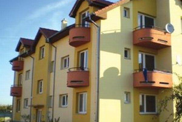 Postavili štyri bytové jednotkyZobrali si na ne úver.