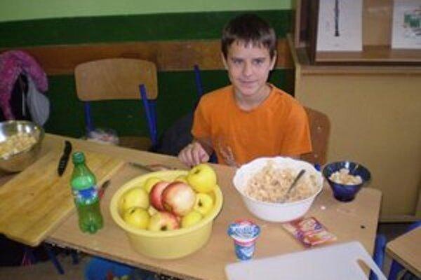 Žiaci čarovali z ovocia a zeleniny chutné a zdravé jedlá.