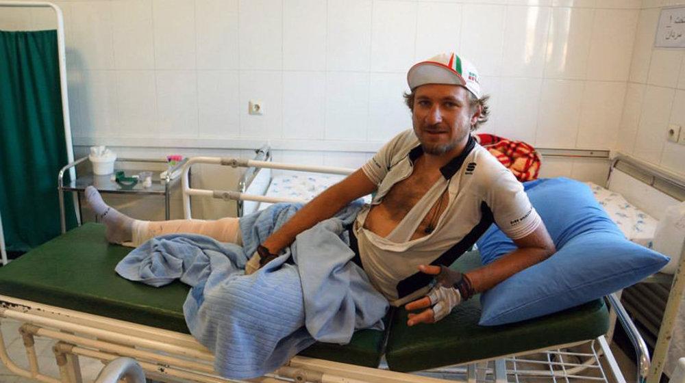 Nehodu v Iráne si odniesla noha.