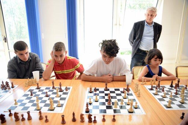 Hrochotskí jazdci sú talentovaní šachisti.
