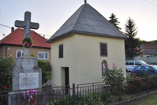 Zvonica stojí vobci Trenčianske Mitice od 18. storočia