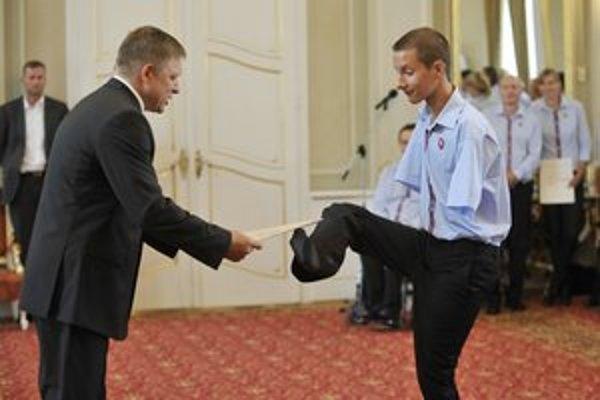 Viktor dostal premiéra do rozpakov.