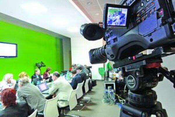 Vysielanie z prenosov mestského zastupiteľstva zaberá podstatnú časť vysielacieho času.