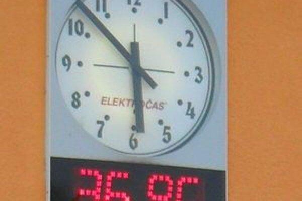 Ani podvečer teploty neklesali.