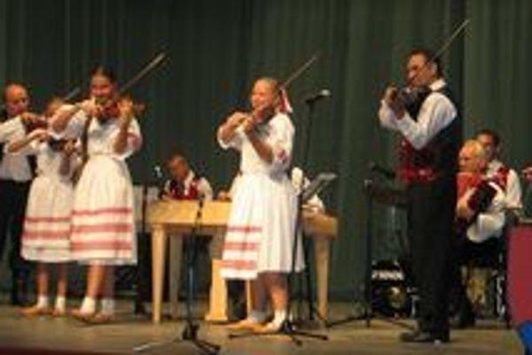 Záverečné spoločné vystúpenie Matičiarika a Operett kvintetu.