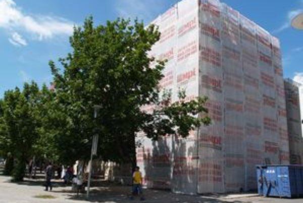 Budovu daňového úradu rekonštruujú.