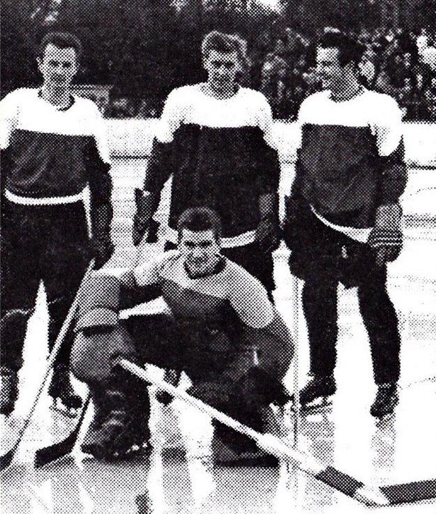 Koniec 50. rokov – stoja zľava Juhari, Petlák, Dinga, v pokľaku brankár Ziegler.