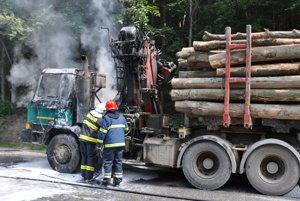 Oheň vznikol v motorovej časti