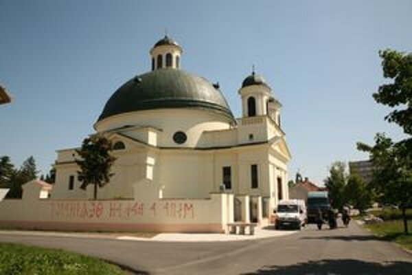 Nápis na oplotení kostola.