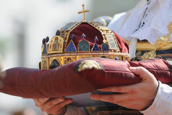 Kópia koruny sv. Štefana, ktorou v Prešporku korunovali uhorských panovníkov.