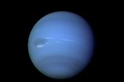 Búrkové úkazy na Neptúne prvýkrát zachytila sonda Voyager 2.