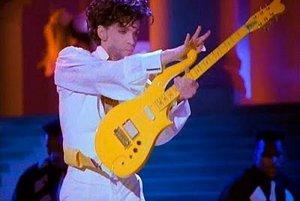 Žltý nástroj údajne patril ku spevákovým najobľúbenejším.