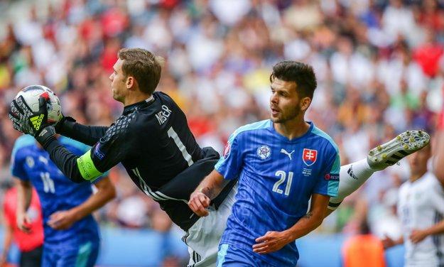 Michal Ďuriš (vpravo) bol v ofenzíve málo výrazný.