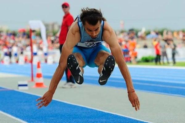 Ján Šuba (AC Stavbár) vyhral skok do diaľky a pridal bronz v trojskoku.