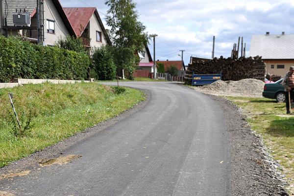Dedina sa o svoje cesty stará.