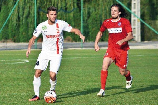 Zlatomoravčania prehrali aj druhý prípravný zápas, opäť so súperom z Maďarska. Vpravo Adam Žilák.