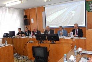 Predstavitelia samospráv, z Kysúc, Turca, združení podnikateľov a obchodných priemyselných a hospodárskych komôr zo Slovenska, Česka a Poľska podpísali dnes v Kysuckom Novom Meste memorandum.