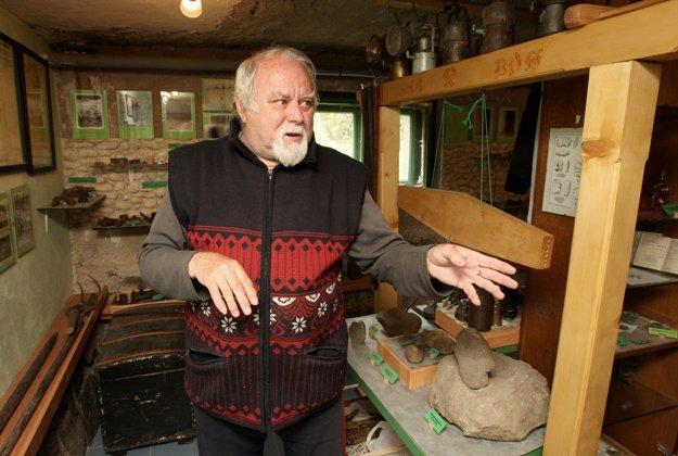 Miestny historik Ivan Čillík, ktorý zriadil vo vlastnom dome aj banícke múzeum