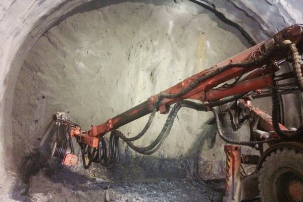 Razenie tunela Višňové pokračuje bez väčších komplikácií.