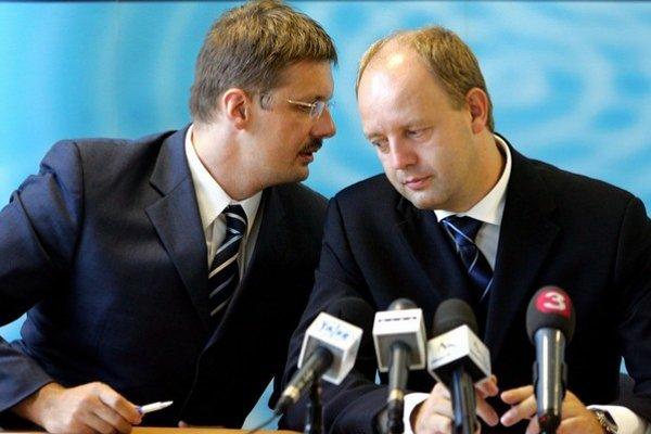 Jirko Malchárek a Pavol Rusko boli pri moci, keď na Slovensko prichádzala automobila KIA.