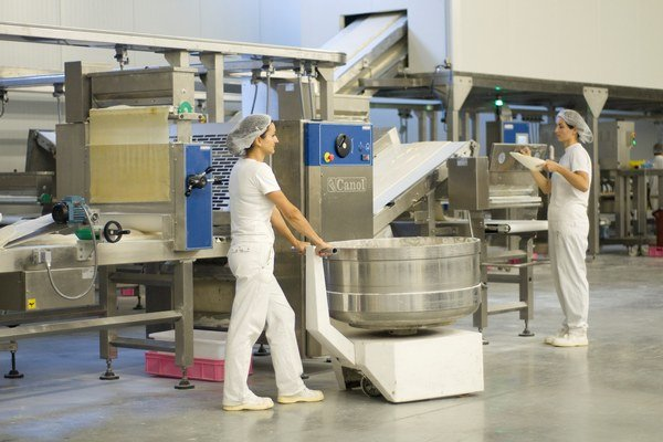 V dunajskostredskej pekárni vyrobia mesačne asi 800 ton pečiva.