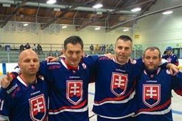Žilinskí hokejbalisti v drese Slovenska.