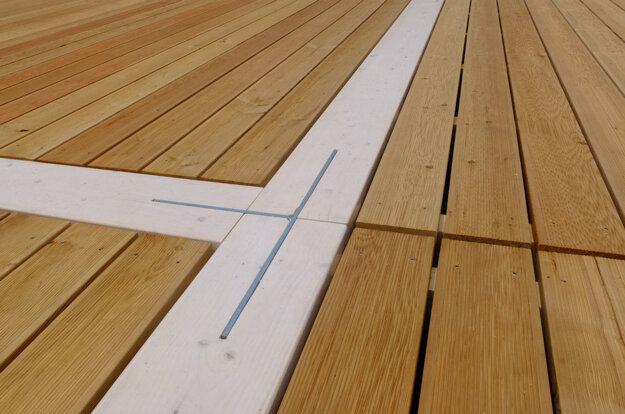 Detail podlahy.