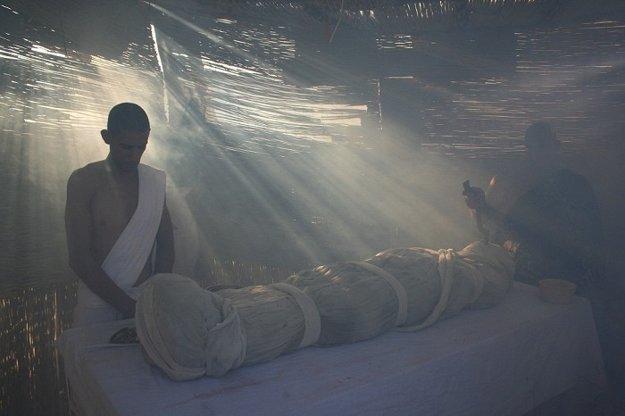 Príčinou smrti mohla byť malária alebo infekcia zo zlomenej nohy.