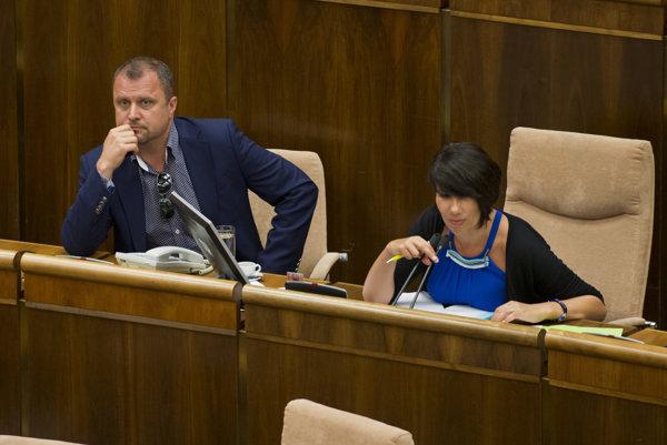 Podpredsedovia parlamentu Andrej Hrnčiar a Lucia Nicholsonová.