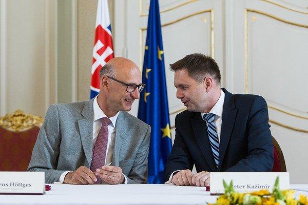 Výkonný riaditeľ Deutsche Telekom AG Timotheus Höttges a minister Kažimír.