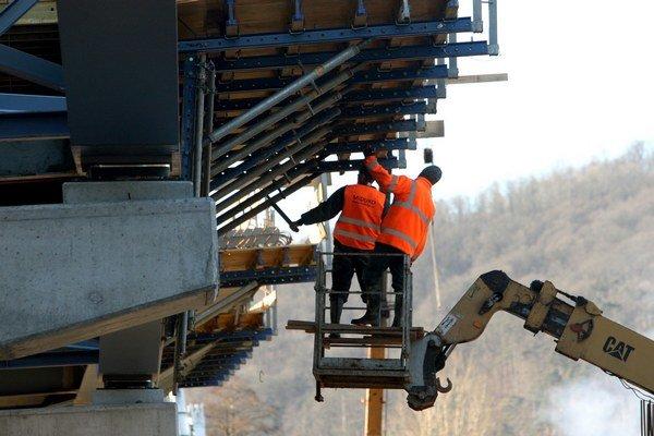 Už by sa nemalo stať, že ľudia, ktorí pracujú na výstavbe diaľnic, nedostanú peniaze za odvedenú prácu.