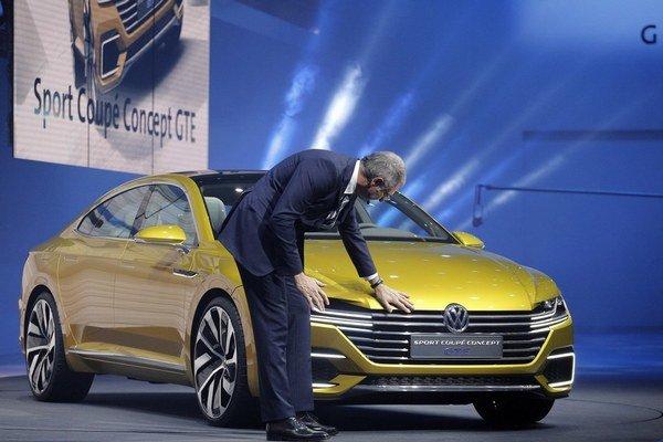 Volkswagen predstavil okrem auta roka aj svoj koncept Sport Coupe Concept GTE s hybridným pohonom.