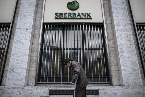 Rusi kúpili Sberbank v roku 2011, meno a logo zmenila len predvlani. Teraz si možno klienti budú zvykať na nové meno.