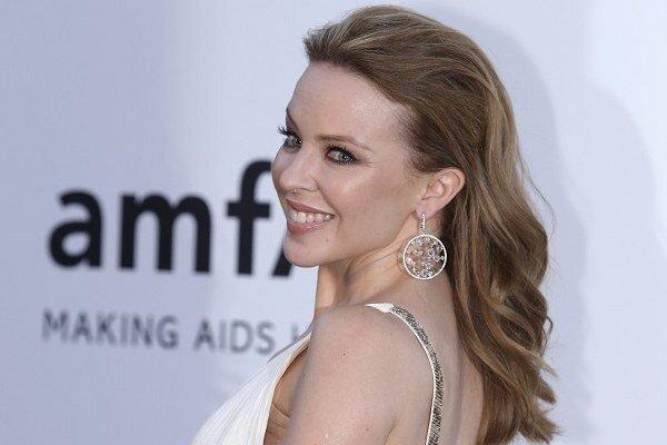 Austrálska speváčka Kylie Minogue  na benefičnom podujatí na podporu boja proti AIDS počas 66. ročníka medzinárodného filmového festivalu vo francúzskom Cap d'Antibes.