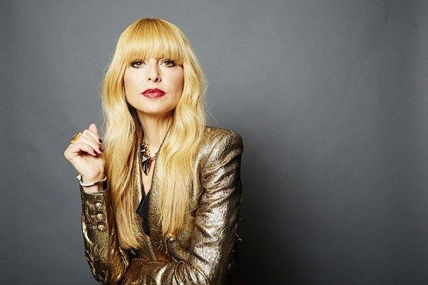 Rachel Zoe sa vypracovala zo stylistky na módnu návrhárku. V portfóliu má návrhy oblečenia, doplnkov a dnes už aj interiérov.