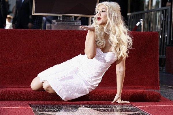 Speváčka a herečka Christina Aguilera počas slávnostného odhalenia svojej hviezdy na hollywoodskom Chodníku slávy v Los Angeles 15. novembra 2010