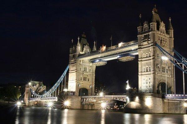 Navštívili ste už Londýn? London Bridge, ktorý spája brehy rieky Temža je jedným z najznámejších architektonických symbolov hlavného mesta Veľkej Bitánie.