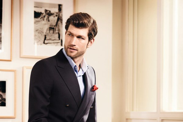 V prípade, že muž pracuje vo vyššom manažmente, mal by si potrpieť na obleku, ktorý je šitý na mieru a pôsobí formálne.Ilustračné foto: Eterna