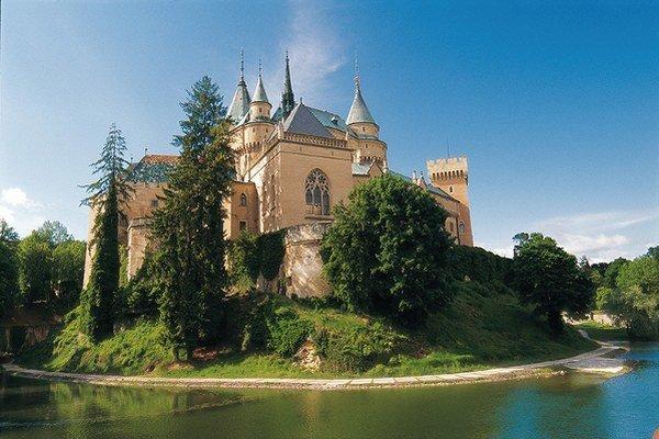 Bojnický zámok sa v čitateľskom hlasovaní o najromantickejšie miesto na Slovensku umiestnil na druhej priečke.