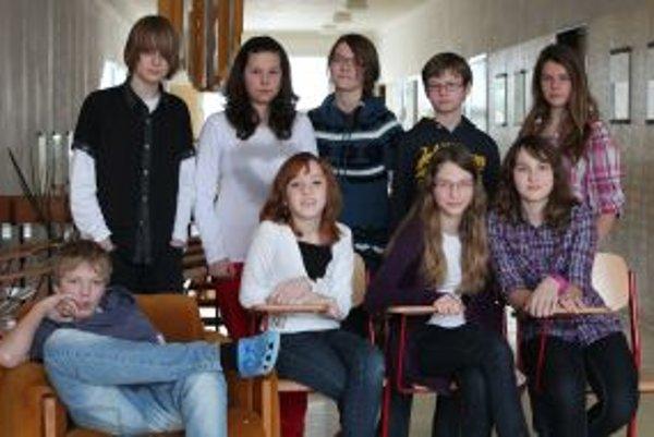 Zľava hore: Andrej (14) Eva (13) Michaela (13) Patrik (12) Nina (13)Zľava dole: Samo (14) Klára (14) Alexandra (13) Maťa (13)