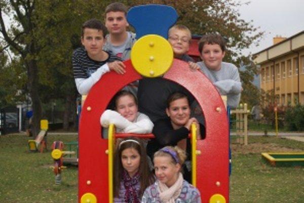 Zľava hore: Daniel (12), Adrián (13), Dominik (12), Pavol (11)Zľava v strede: Barborka (12), Laura (11)Zľava dole: Katka (11), Lenka (13)