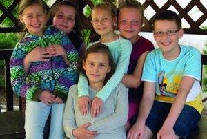 Zľava: Simonka (9), Evka (9), Adelka (9), Rebeka (9), Dávid (9)Dole: Danica (9)