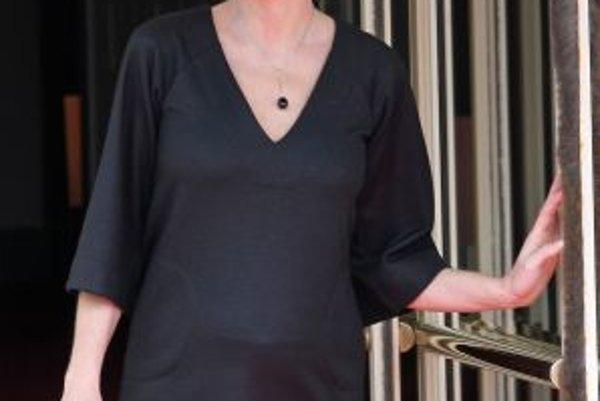 Carla Bruni víta manželky politikov summitu G8.