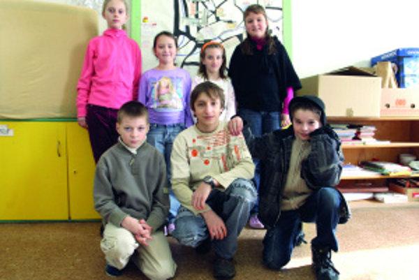 Horný rad zľava: Bianka (11), Lenka (9), Monika (9), Natálka (9). Dolný rad zľava: Samko (8), Igor (13), Maťko (12)